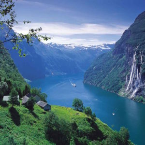 CRUISE SHIP IN GEIRANGERFJORD – IMAGE CREDIT PER EIDE
